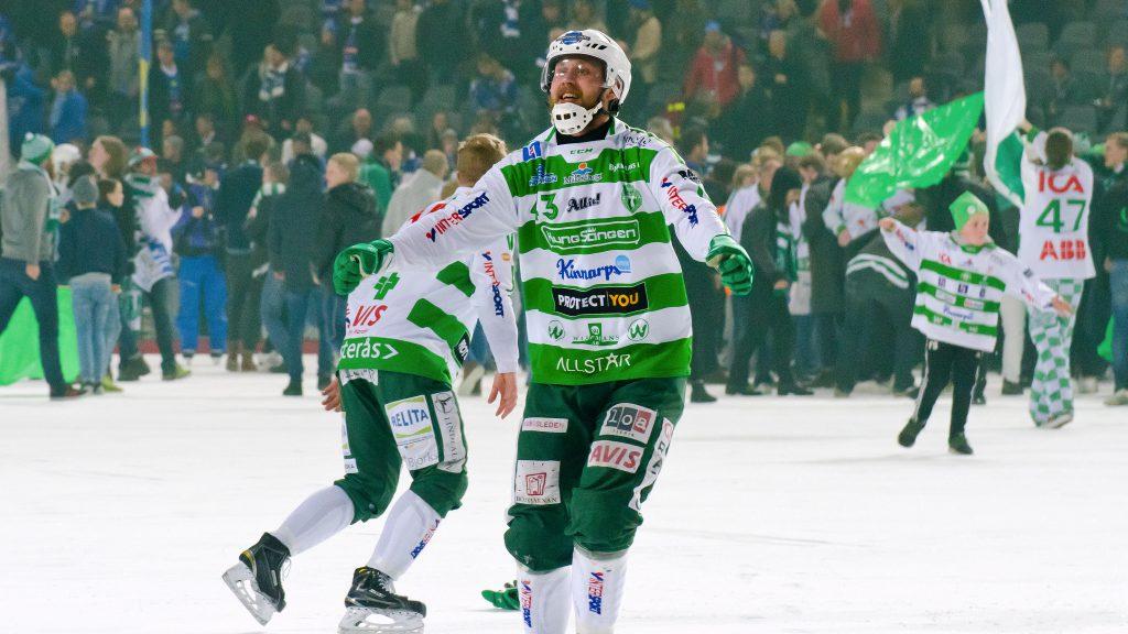 Simon Folkesson jublar efter finalvinsten mot Villa.