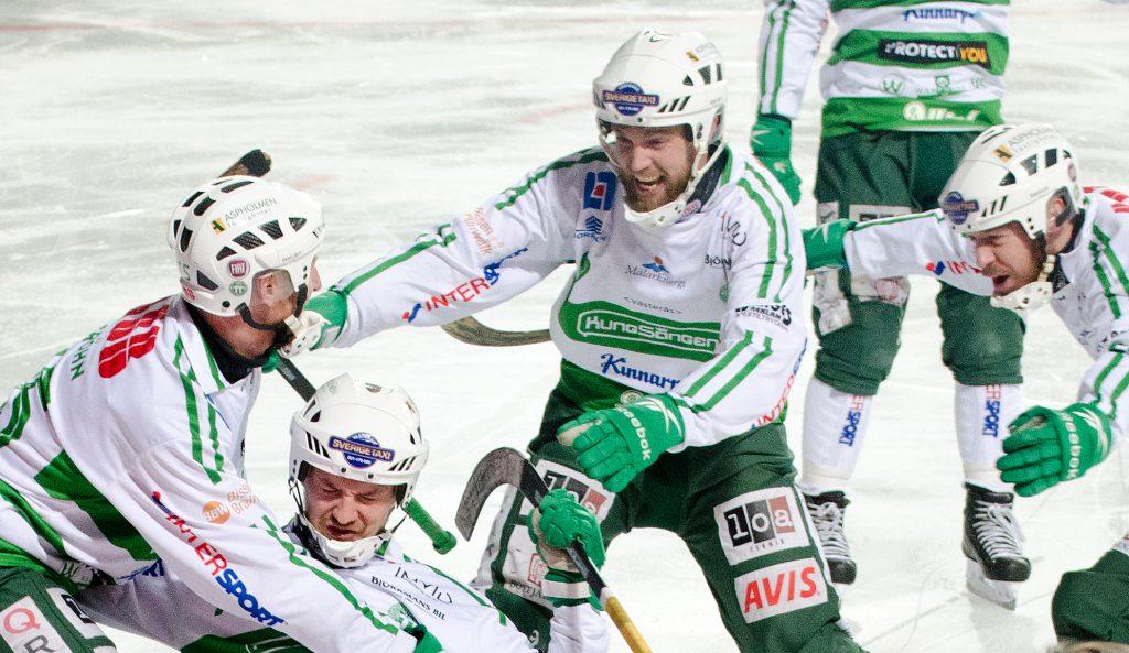 Janne Rintalas stora stund: han har just avgjort SM-finalen mot Sandviken 2015.
