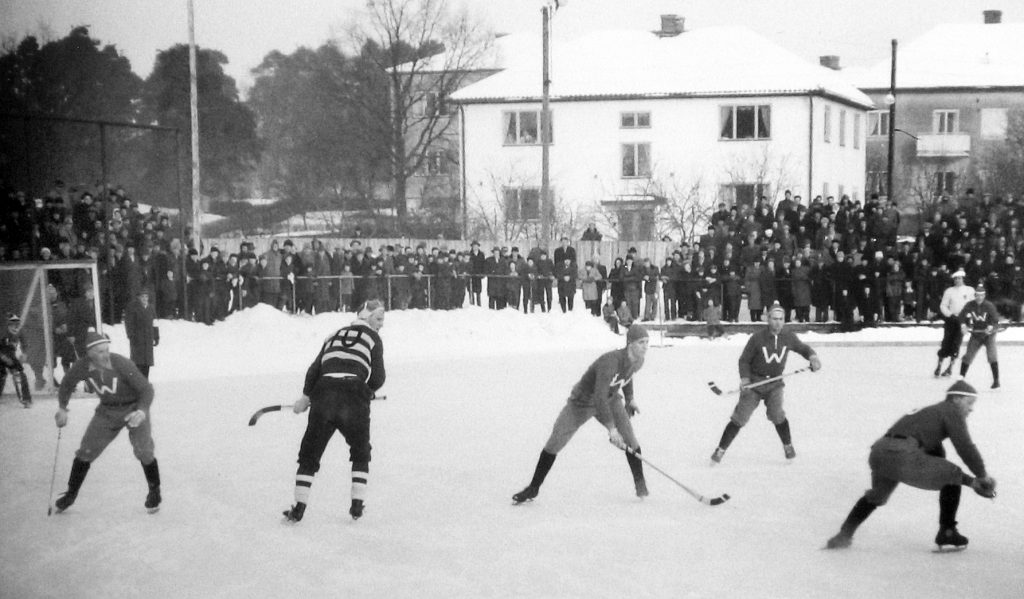 Kval till högsta serien mot Waggeryd på Arsovallens B-plan 1956.. Foto: Sven-Olof Strömberg.