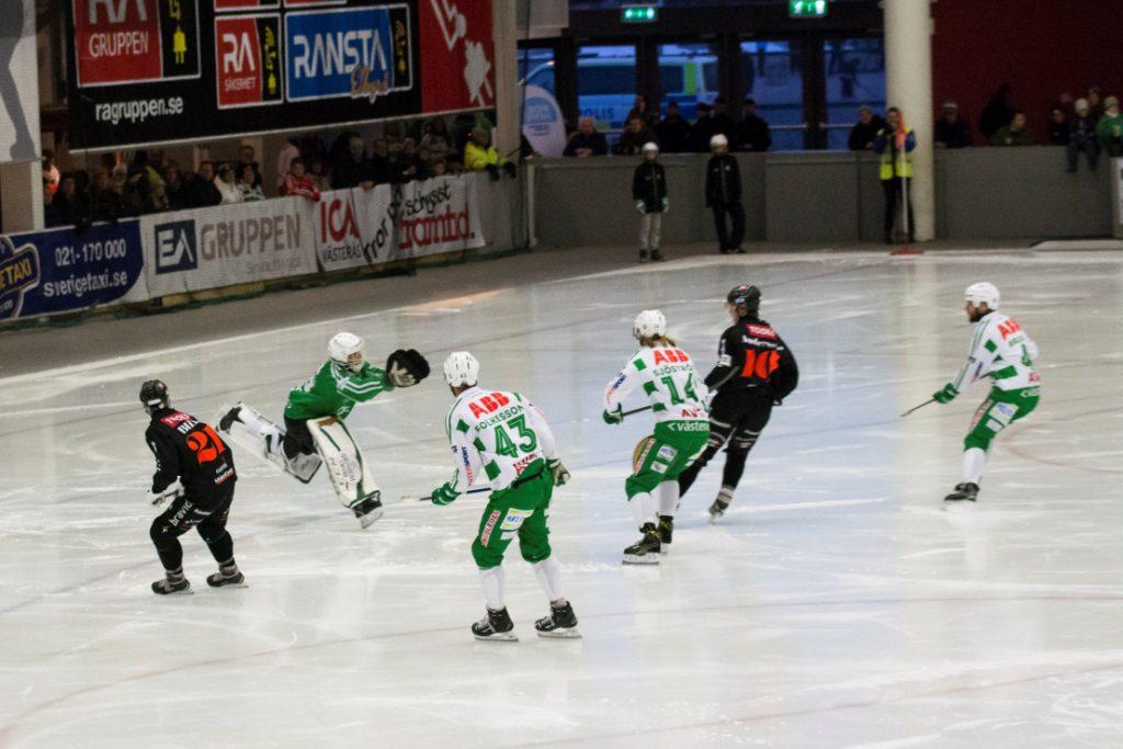Andreas Bergwall dansar och räddar. Foto: Maxim Thoré.
