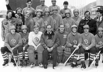 Dynamo Alma-Ata 1990 med Rinat Shamsutov längst upp till vänster. Bild från bandynet.ru