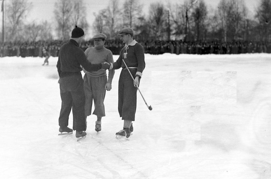SM-final på Tingvalla 1935. Jag tror jag vet vem VSK-aren är.