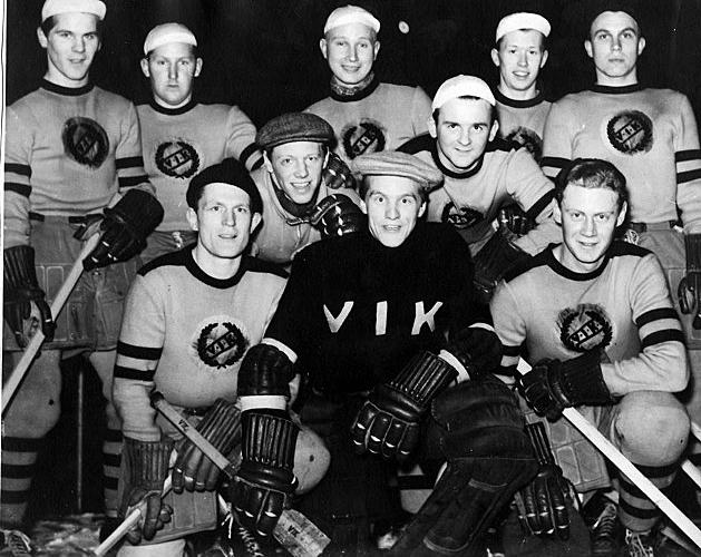 VIK:s hockeylag på 1950-talet. Vem är katten bland hermelinerna?