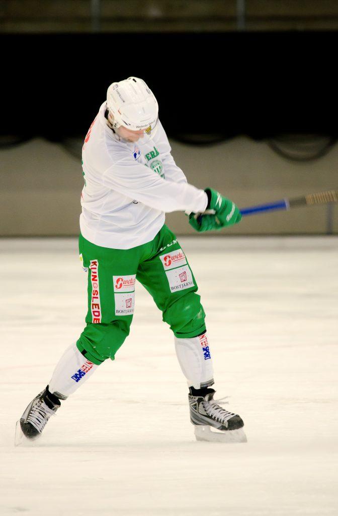 Patrik Sjöström tränar hörna.