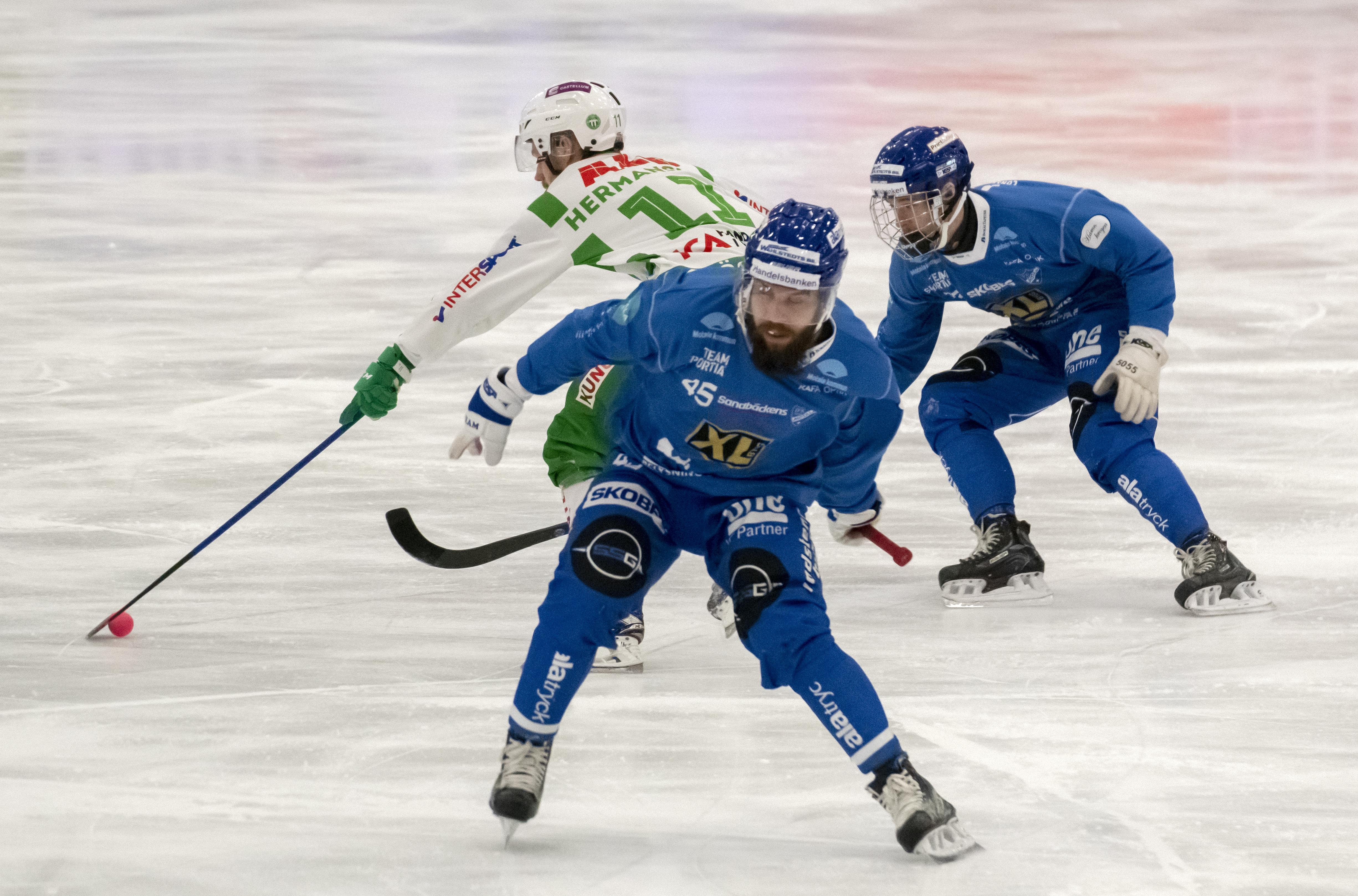 Jesper Hermansson snurrade förgäves i första halvlek.
